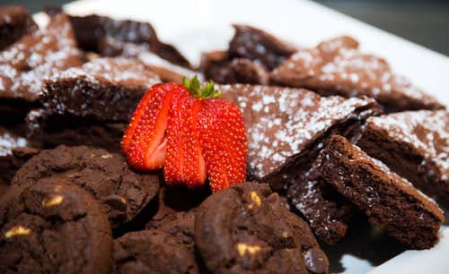 Brownies and cookies with strawberries