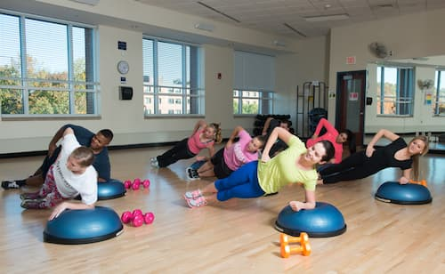 Students doing abdominal exercises in Fitness Center